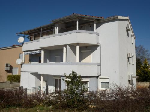 Three-Bedroom Apartment in Stinjan II