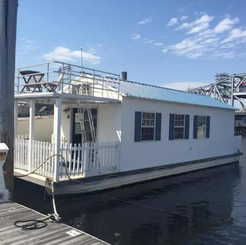 Houseboat-Downtown Providence