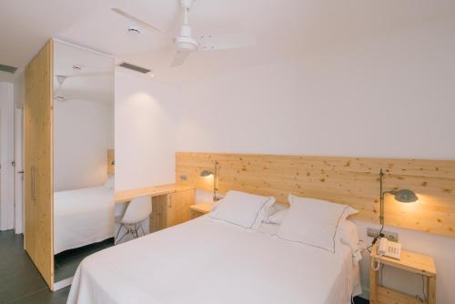 Small Double or Twin Room Tierra de Biescas 3