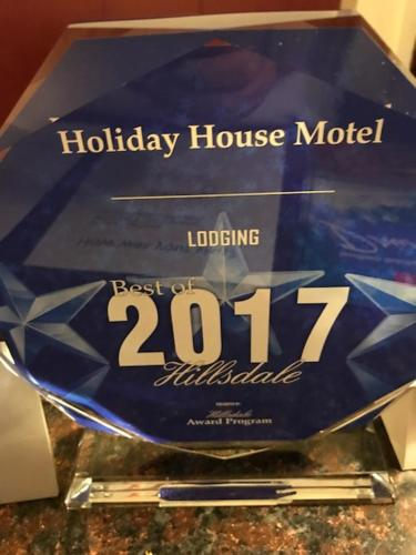 Holiday House Motel
