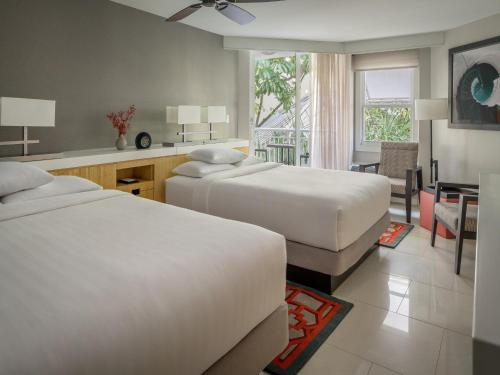 Quarto Duplo com 2 camas de casal e Vista Golfo Parcial  (Double Room with Two Double Beds - Partial Gulf View )