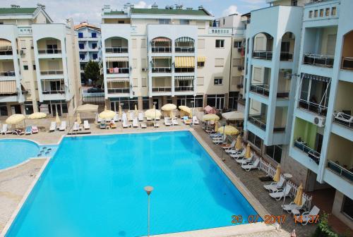 Arbi's Pool View Apartment, Golem