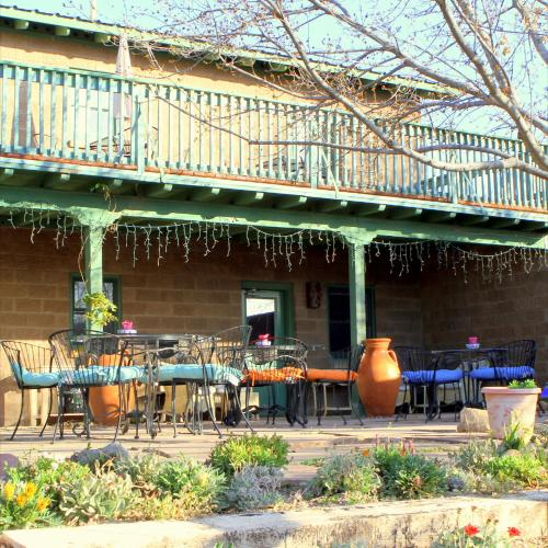 Image Of Sunny Arizona Pools: Amado Territory Bed & Breakfast - Amado AZ