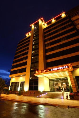 Nairi Hotel front view