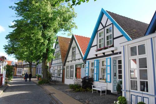 Ferienwohnungen in historischer villa in warnem nde lb for Ubernachten in warnemunde