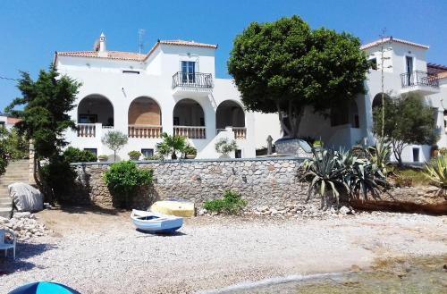 Villa Mia, Spétses