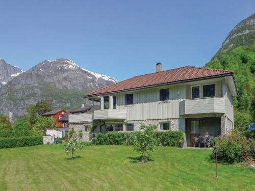 Apartment Eidfjord with Fireplace I