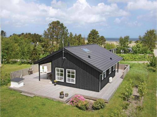 Three-Bedroom Holiday home with a Fireplace in Frederikshavn