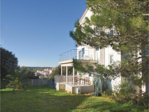 Two-Bedroom Apartment with Sea View in Vinkuran