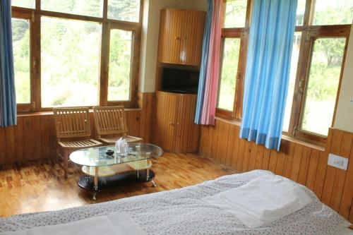 Peaceful Place to stay in Manali, Manāli