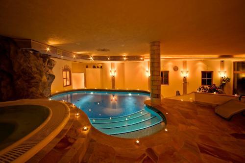Hotel landhotel tharerwirt valdaora desde 146 rumbo - Hotel valdaora con piscina ...