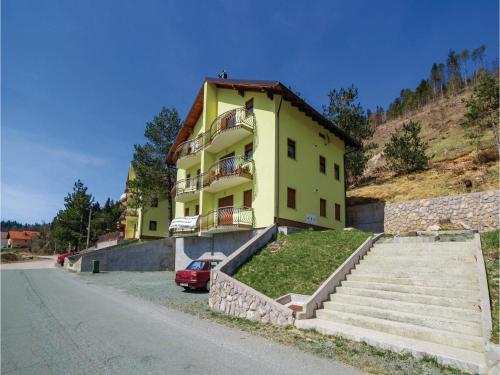 Two-Bedroom Apartment Gmajna 02