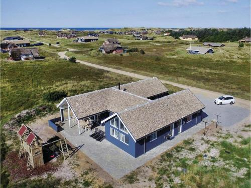 Seven-Bedroom Holiday home Ringkøbing with a room Hot Tub 07