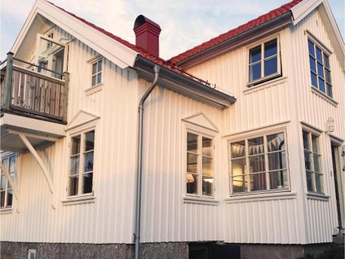Four-Bedroom Holiday Home in Bovallstrand