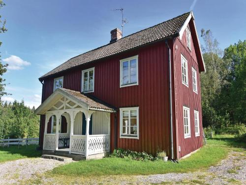 Three-Bedroom Holiday home with a Fireplace in Dals Långed