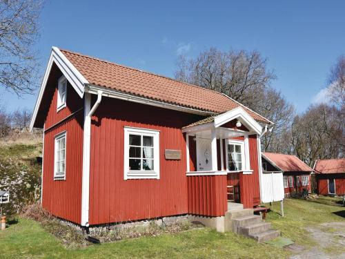 Two-Bedroom Holiday home in Svanesund