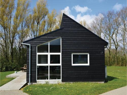 Holiday home Halvejen hytte Spjald I