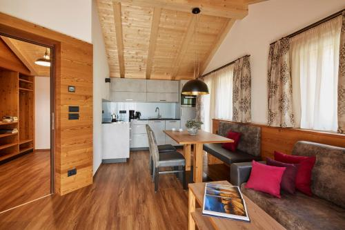 Superior Chalet One-bedroom Apartment with balcony