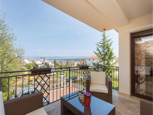 One-Bedroom Apartment Vantacici with Sea View 02