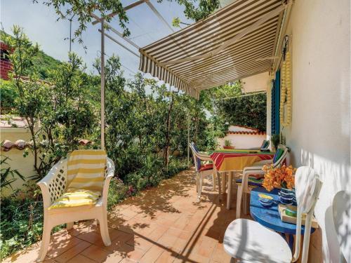 One-Bedroom Apartment in Porozina