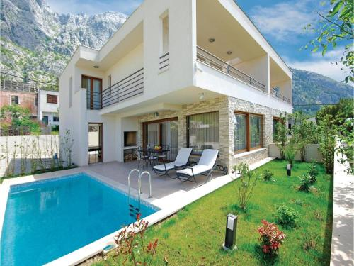 Three-Bedroom Holiday home Makarska with Sea view 07