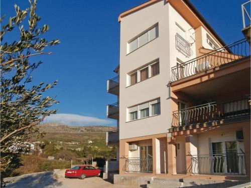 Two-Bedroom Apartment Podstrana with Sea View 01