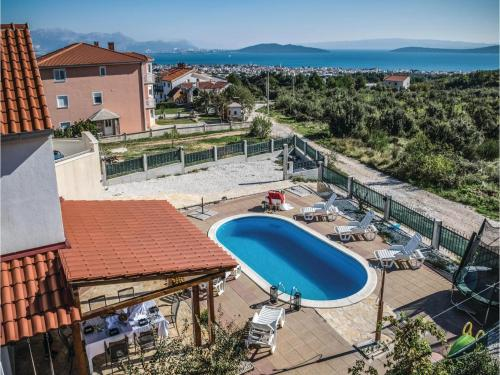 Five-Bedroom Holiday home Kastel Novi with Sea view 08