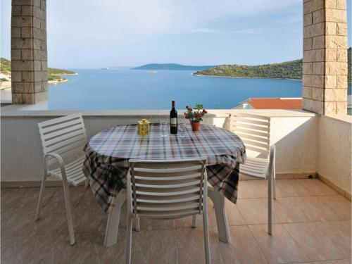 One-Bedroom Apartment with Sea View in Vinisce