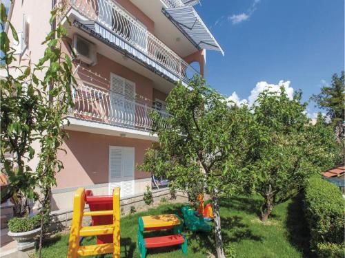 Three-Bedroom Apartment Podstrana with Sea View 06