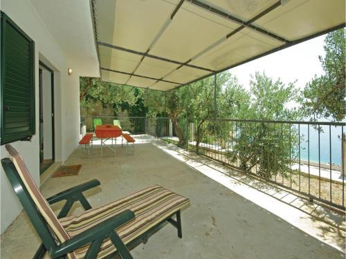 One-Bedroom Apartment Pisak with Sea View 01