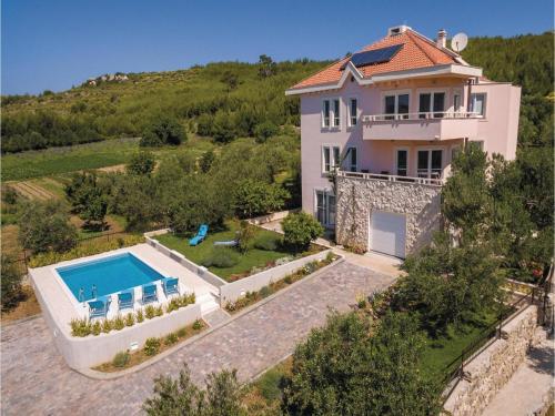 Apartment Zrnovnica with Sea View 08