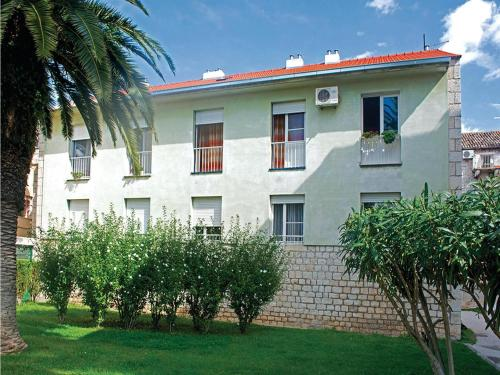 Apartment Trogir with Sea View 07