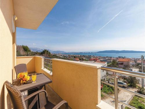 Apartment Kastel Kambelovac with Sea View 02