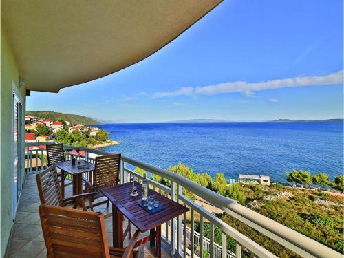Holiday Apartment Okrug Gornji 01