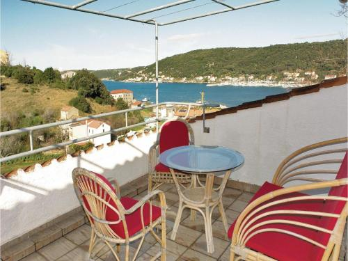 Two-Bedroom Apartment Supetarska Draga with Sea View 09