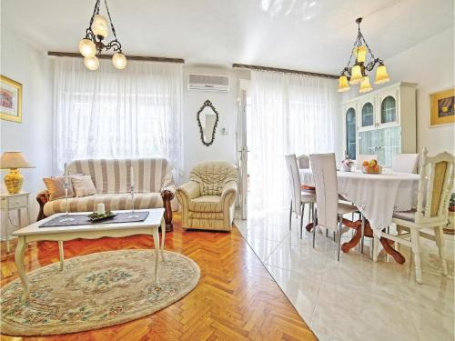 Two-Bedroom Apartment in Kastel Gomilica