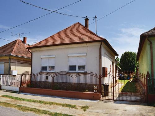 Three-Bedroom Holiday Home in Balatonujlak, Balatonújlak