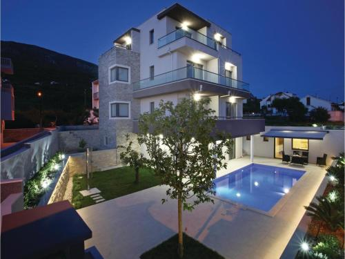 Holiday Home Podstrana with Sea View 02