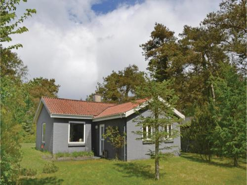 Three-Bedroom Holiday home with a Fireplace in Knebel