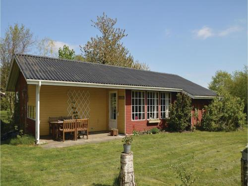 Three-Bedroom Holiday home with a Fireplace in Farsø