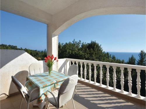 Apartment Ivan Dolac with Sea View III
