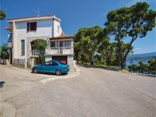 Two-Bedroom Apartment with Sea View in Rogoznica