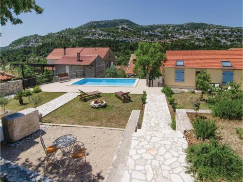 Holiday home Potomse with Outdoor Swimming Pool 389
