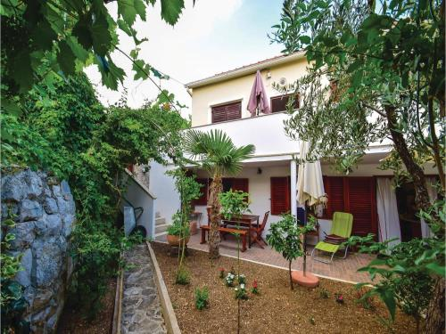 Three-Bedroom Holiday home in Betina