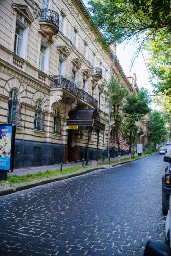 Honey Apartment with Balcony, Lviv