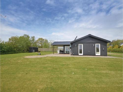 Two-Bedroom Holiday home with a Fireplace in Struer