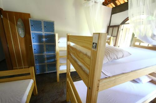 Lit dans Dortoir Mixte de 8 Lits - Vue sur Jardin (Bed in 8-Bed Mixed Dormitory Room with Garden View)