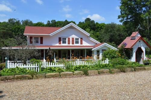 The Mohican Farmhouse