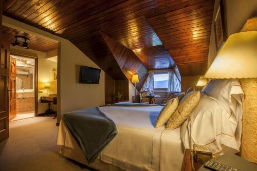 Habitación Doble Ático con entrada al spa El Castell De Ciutat - Relais & Chateaux 8