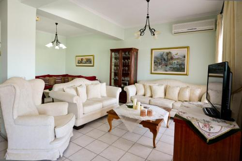 Chrisoula's Home
